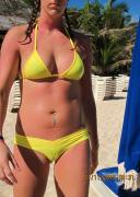 Random Girls show their Bikini Cameltoes